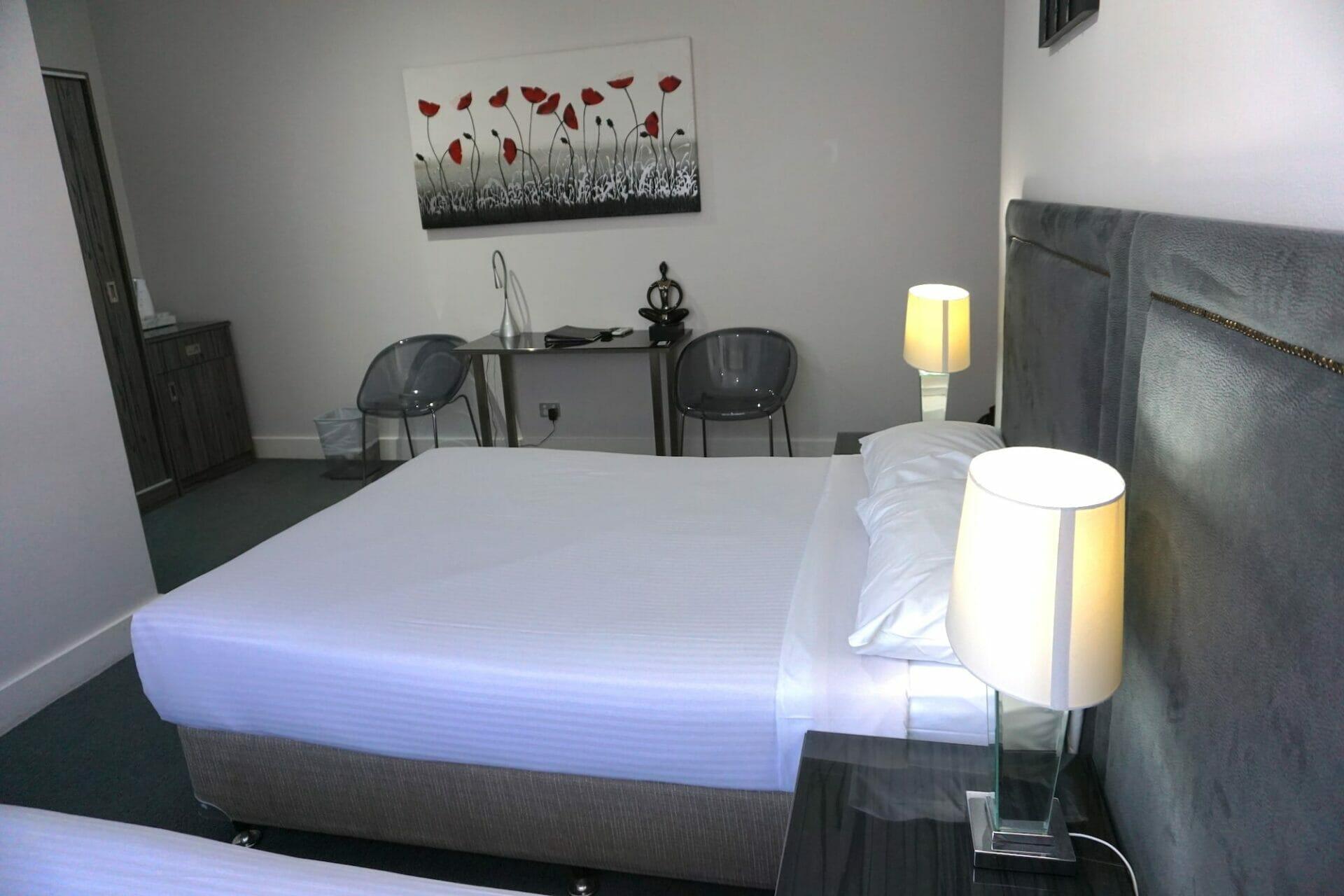 Superior room bed Savoy Hotel